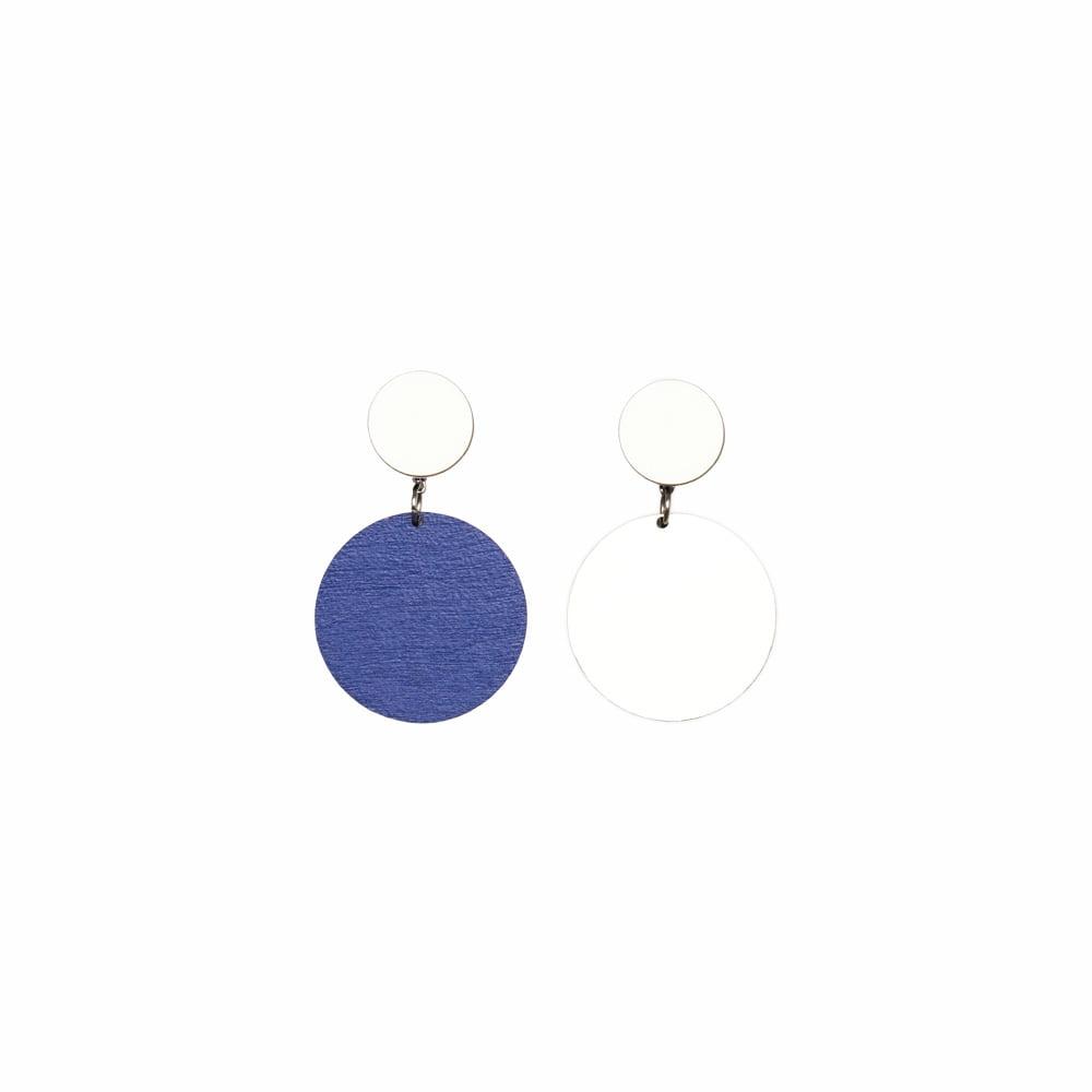 Laav Collection Yhdessä korvakoru lyhyt valkoinen sininen